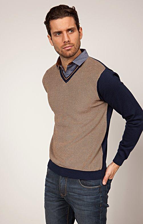 Pull col V avec chemise